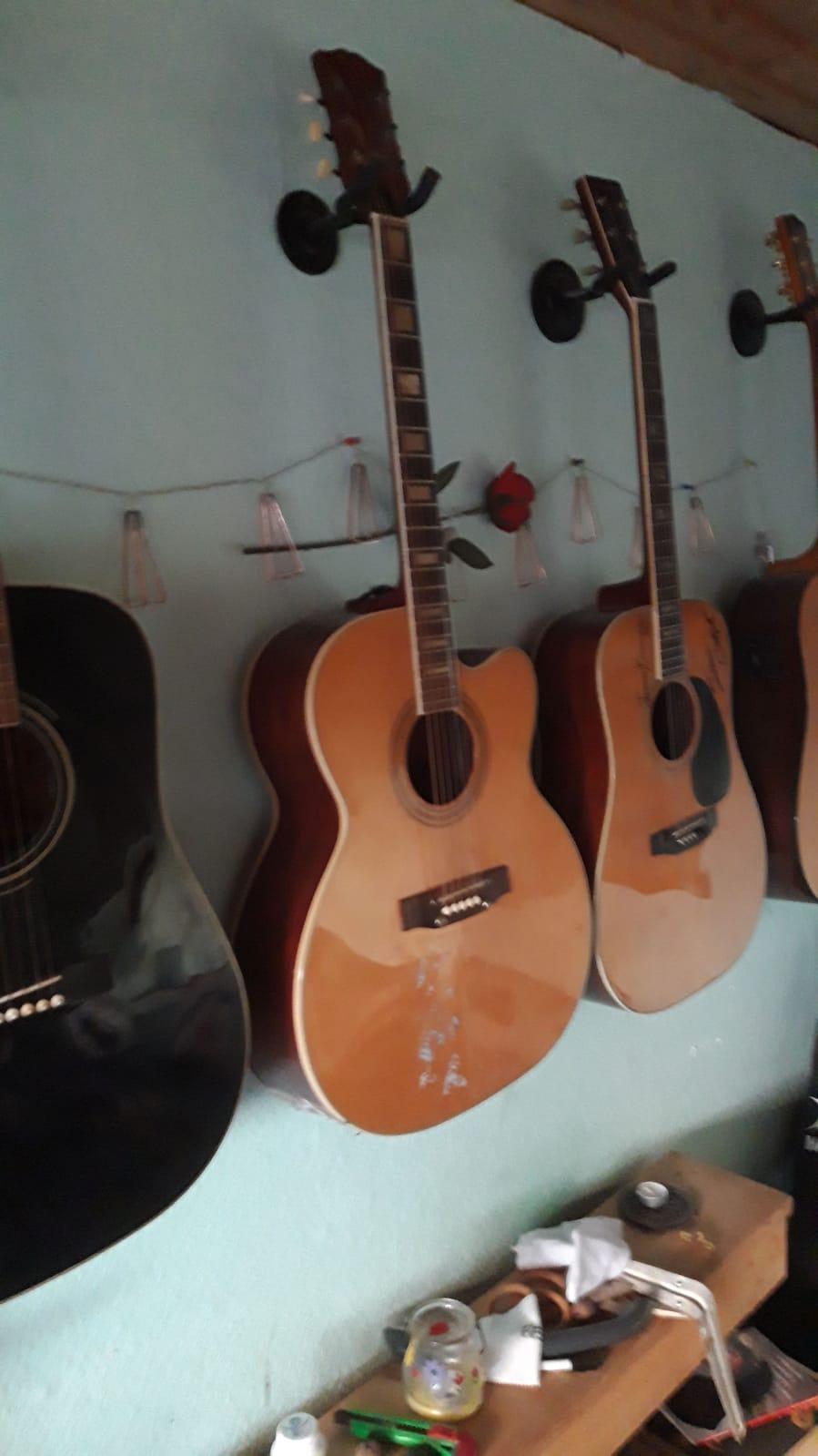 [Bild: GitarreWappen.jpg]
